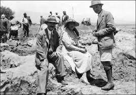 Agatha en las excavaciones