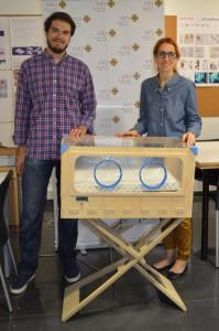 incubadora de madera