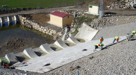 A case study of the application of wedge-shaped block protection: the spillway of Barriga Dam (Spain)