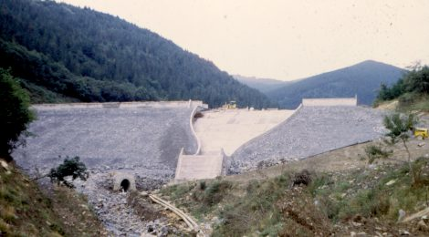 CRCS spillways over embankment dams in Spain. Molino de la Hoz and Llodio Dams