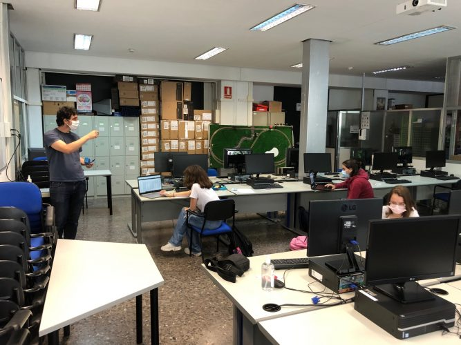 Pedro teaching at the lab.
