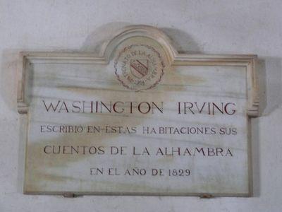 Placa que recuerda en La Alhambra el paso de Washington Irving.