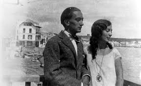 Salvador Dali y su hermana Ana María.