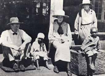 Karen Blixen y Denys Finch Hatton en Kenia en 1929