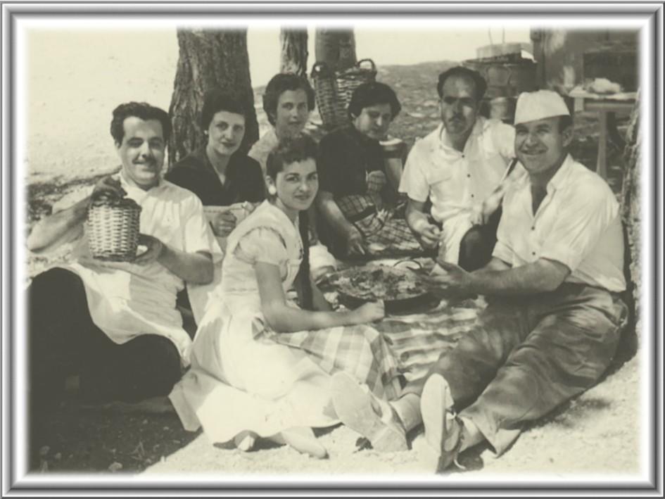 Fotografía: Trabajadores de la Heladería la Ibense. Ibi (Alicante). Años 50.