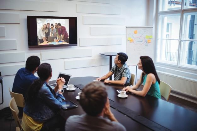 imagen de personas haciendo una videoconferencia