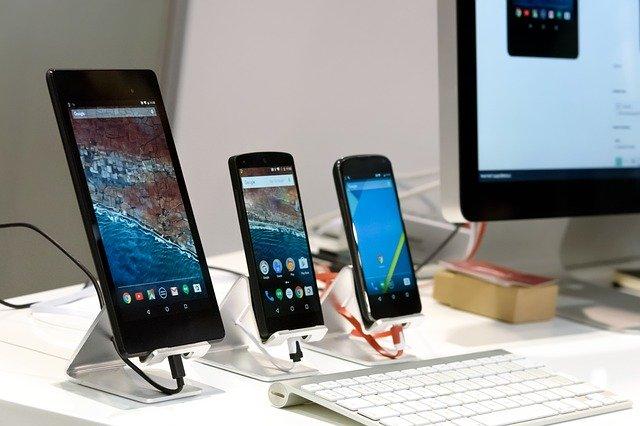 imagen de 3 smartphones